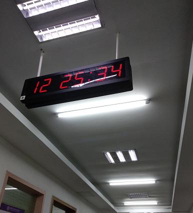 学校时钟实物图.png